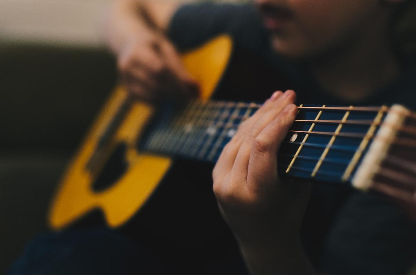 【似て非なるアコースティックギター】Martinの『OM』と『000』、それぞれの違いとは?